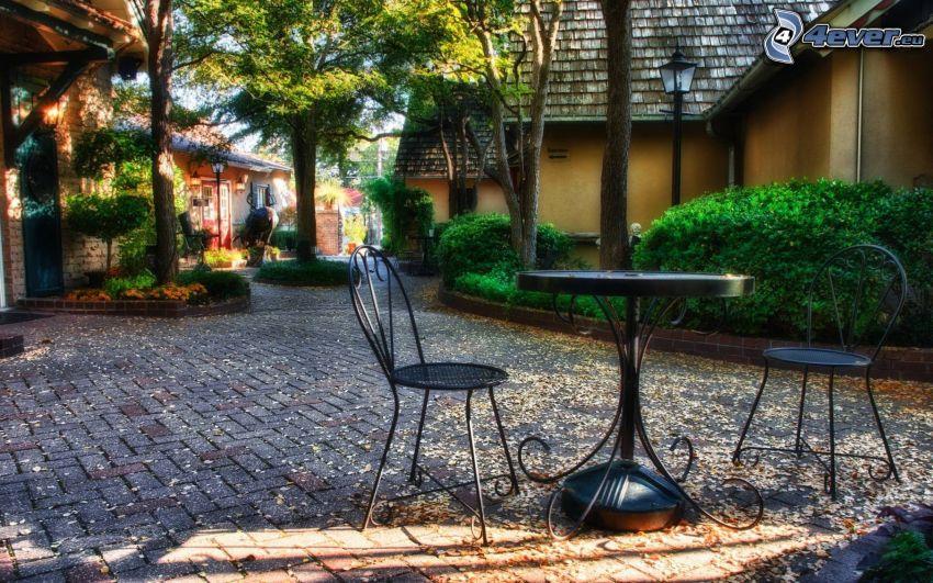 stôl, stoličky, dlažba