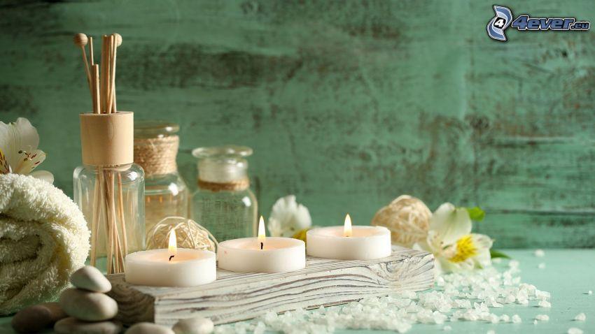 sviečky, soľ do kúpeľa, vonné tyčinky