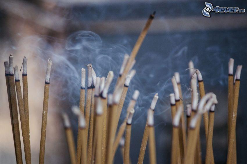 vonné tyčinky, dym