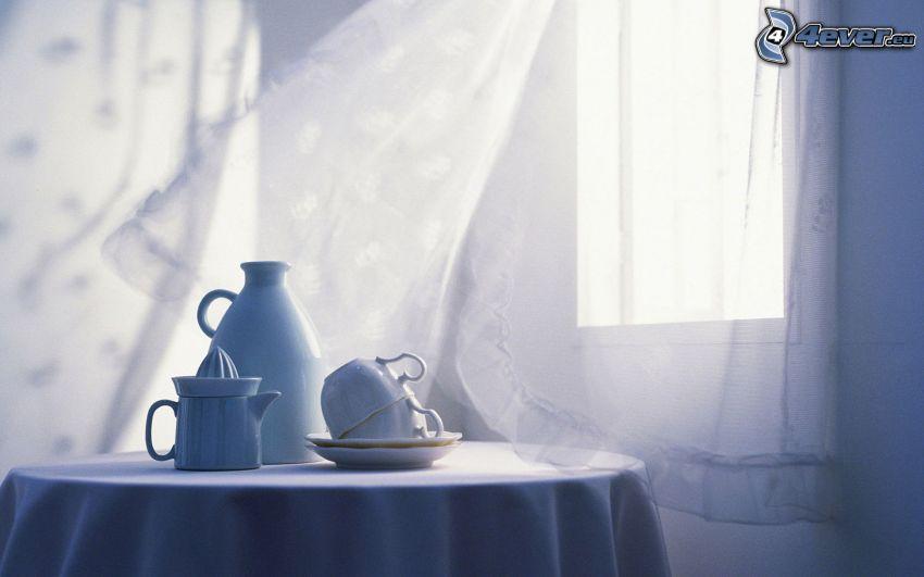 čaj, šálky, stôl, záclona
