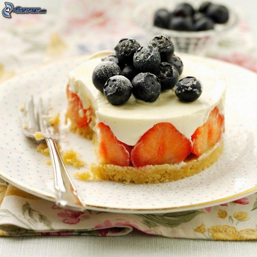 cheesecake, čučoriedky, jahody