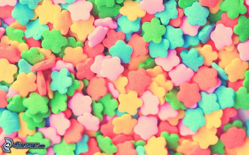 cukríky, kvietky, farebné pozadie