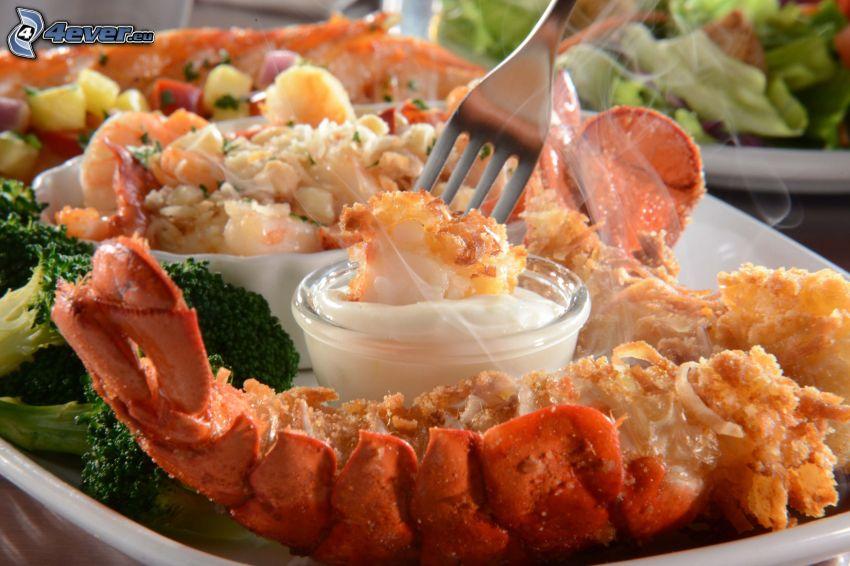 homár, omáčka, brokolica, vidlička