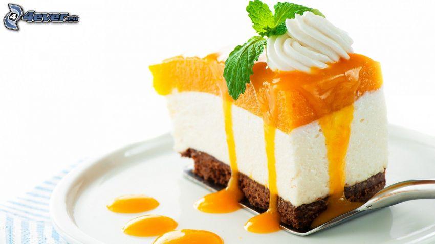 koláč, kúsok torty, šľahačka, želé, mätové listy