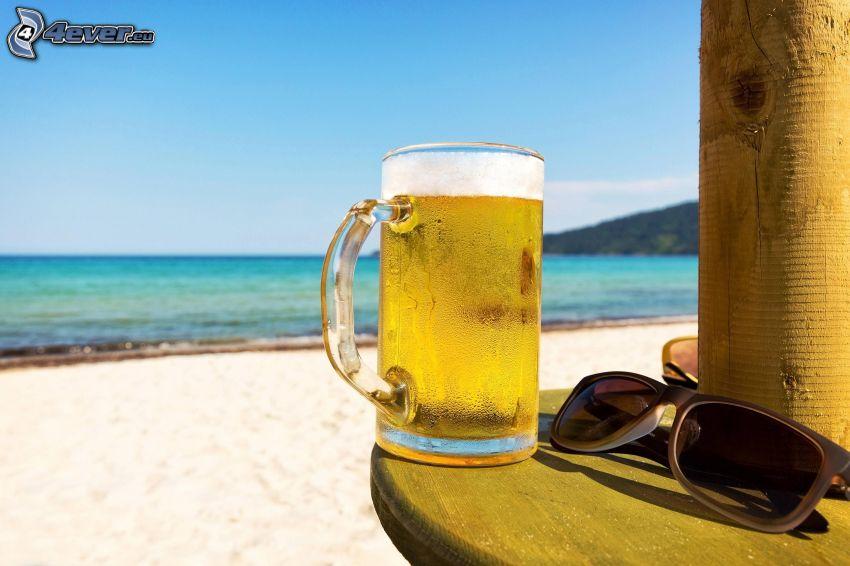pivo, pláž, slnečné okuliare, šíre more