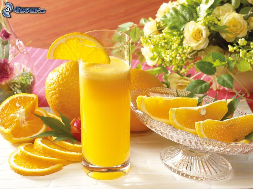pomarančový džús, nakrájané pomaranče