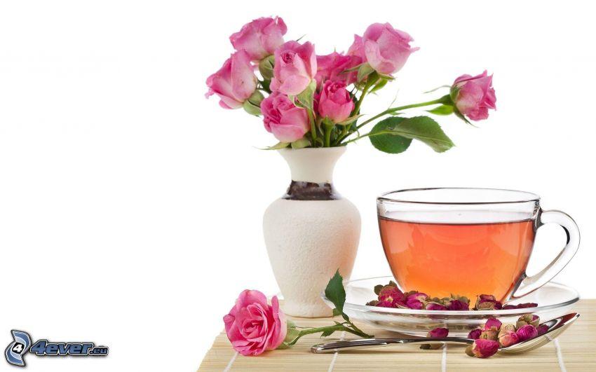 šálka čaju, ružové ruže
