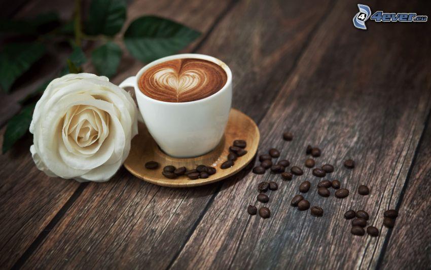 šálka kávy, biela ruža, kávové zrná, srdiečko, latte art