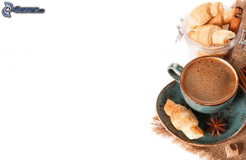 šálka kávy, croissanty