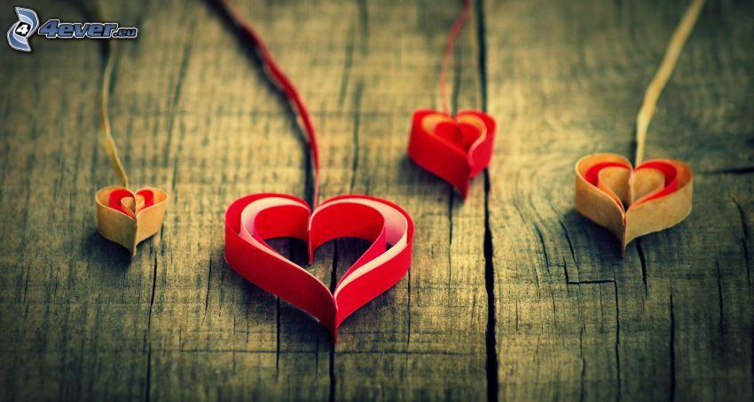 papierové srdce, drevo