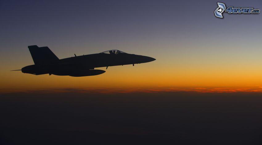 CF-188 Hornet, po západe slnka, oranžová obloha