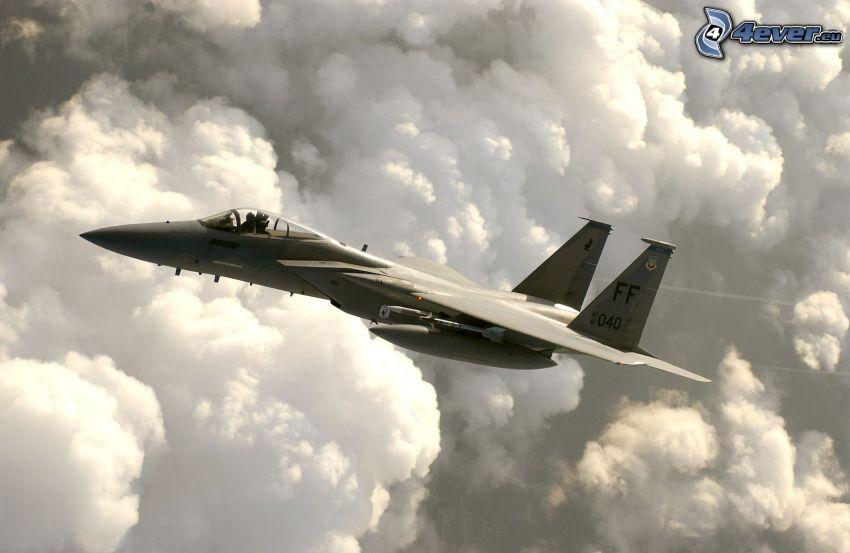 F-15 Eagle, oblaky