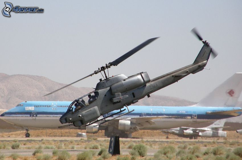 AH-1 Cobra, lietadlo