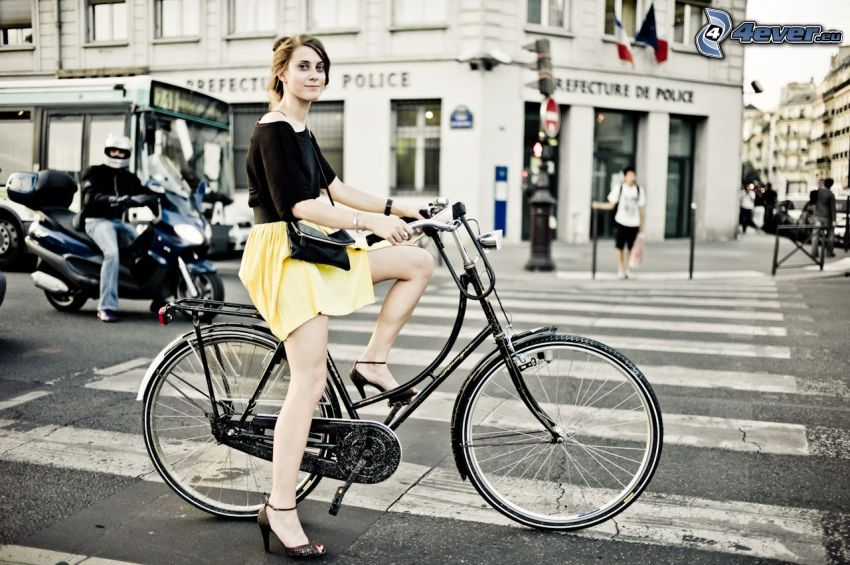 dievča na bicykli, Paríž, prechod
