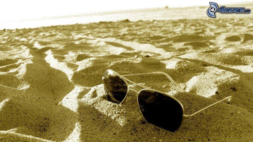 slnečné okuliare, piesok