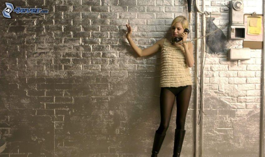 blondínka, telefón