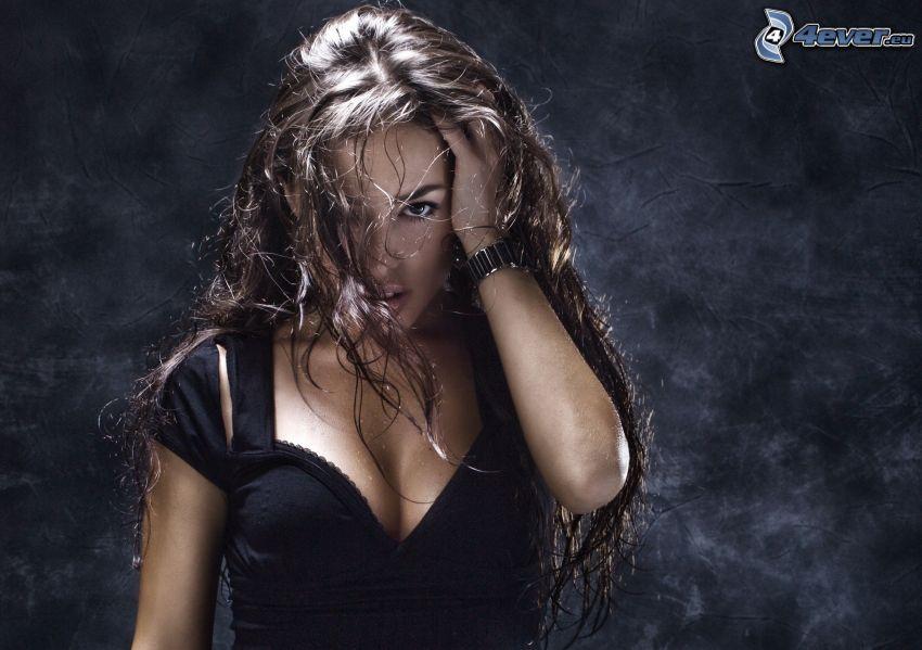 brunetka, dlhé vlasy