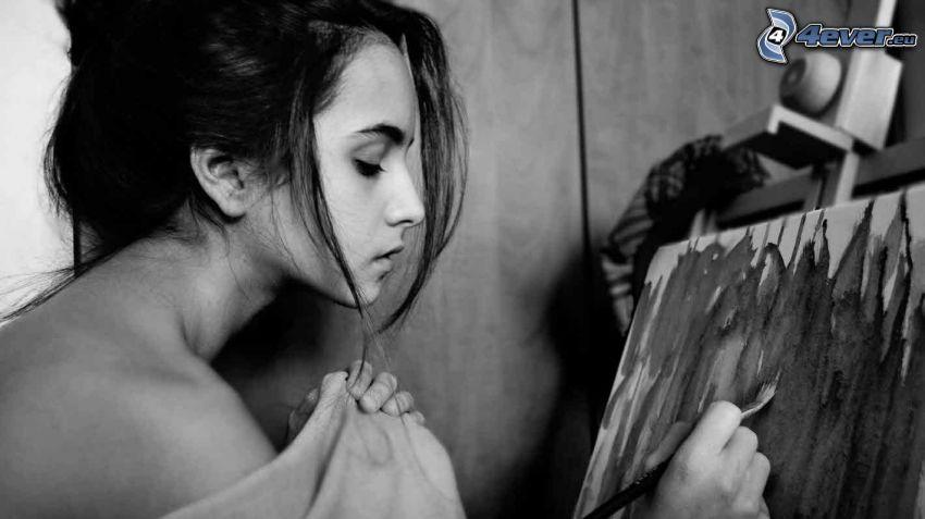 brunetka, štetec, plátno, čiernobiela fotka