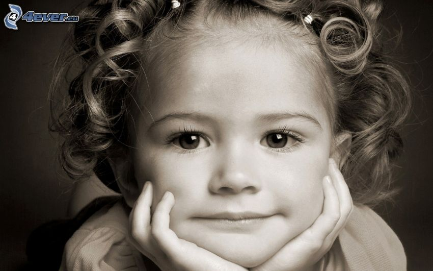 dievčatko, čiernobiela fotka