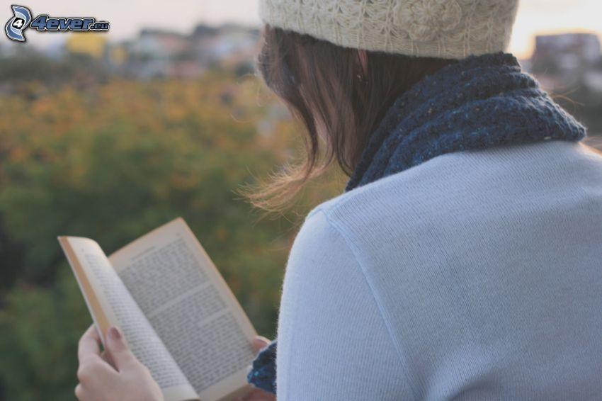 dievča, kniha