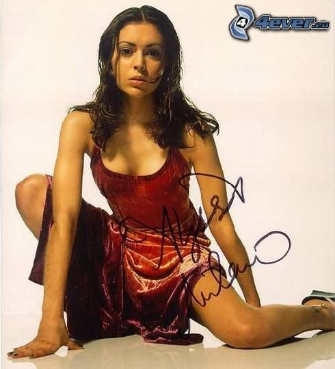 Alyssa Milano, Charmed, červené šaty