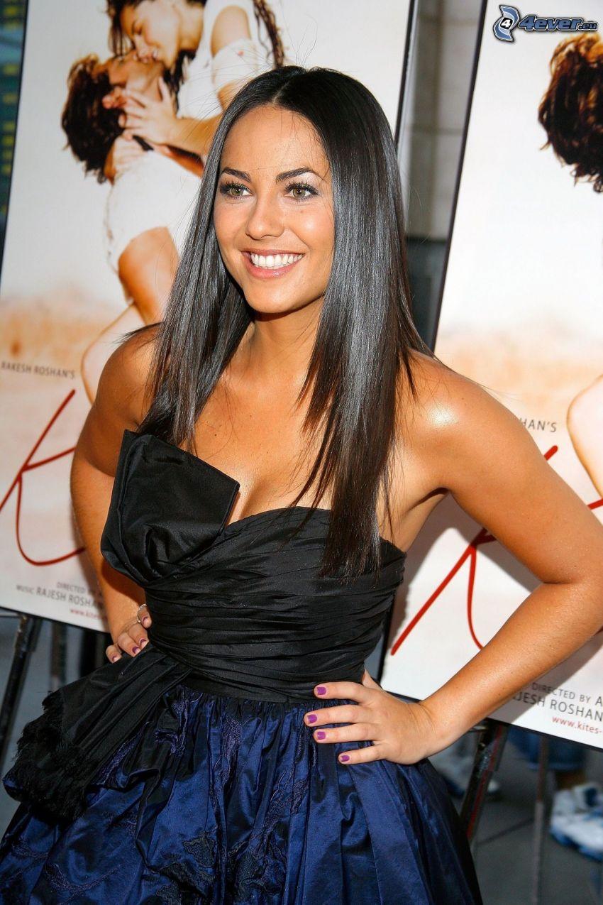 Barbara Mori, úsmev, čierne šaty