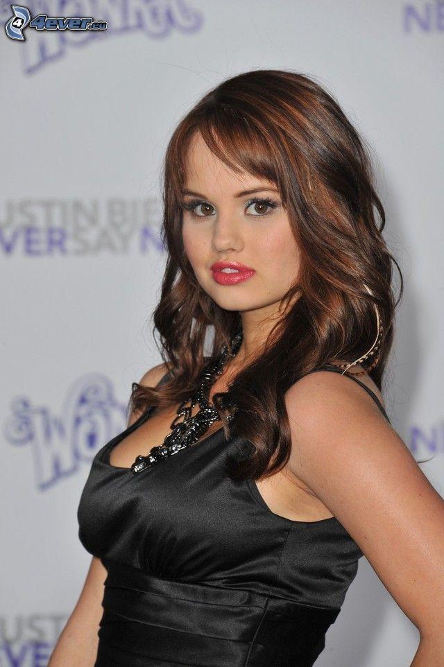 Debby Ryan, čierne šaty