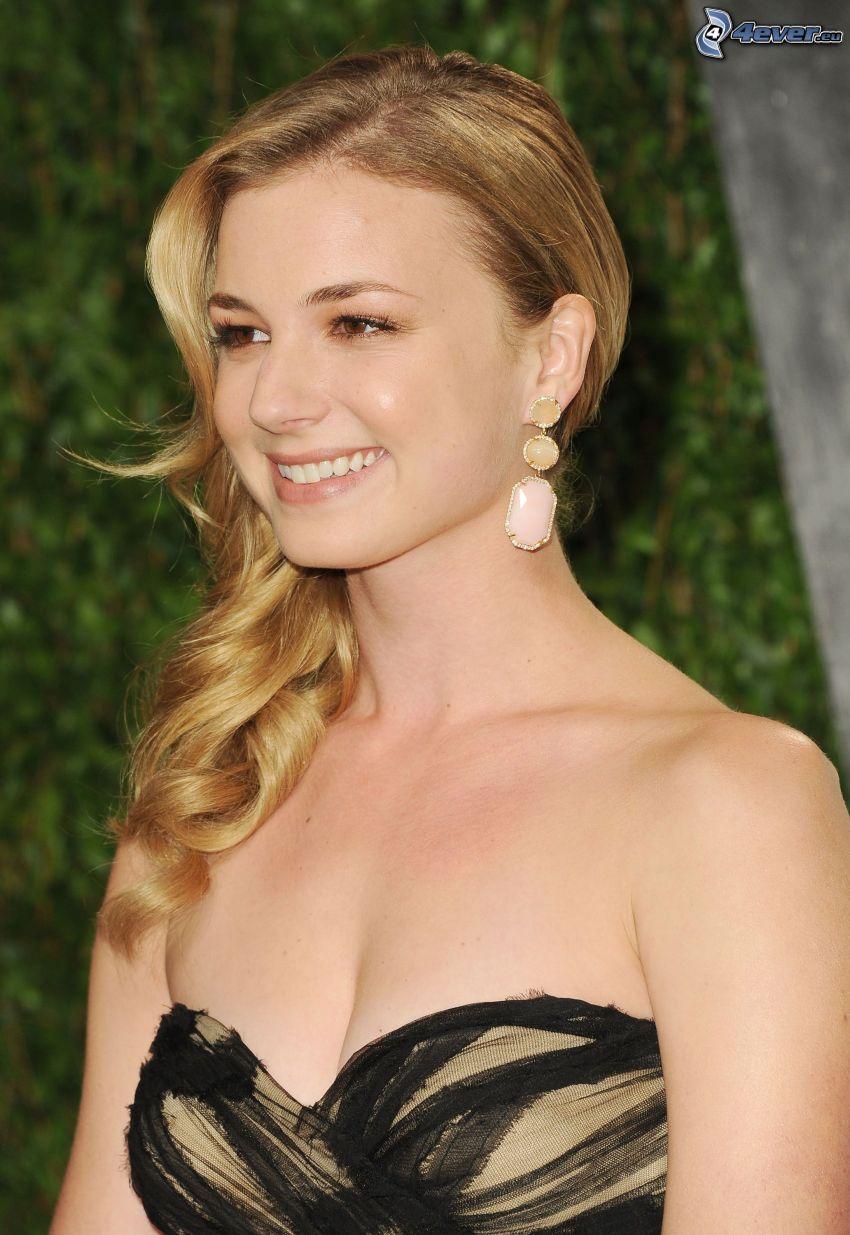 Emily VanCamp, úsmev