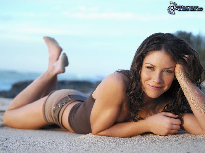 Evangeline Lilly, piesok, brunetka