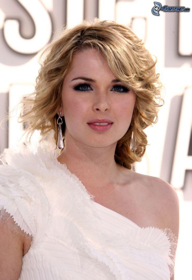 Kirsten Prout, biele šaty