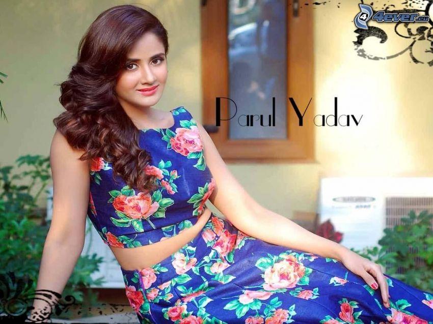 Parul Yadav, kvetované šaty