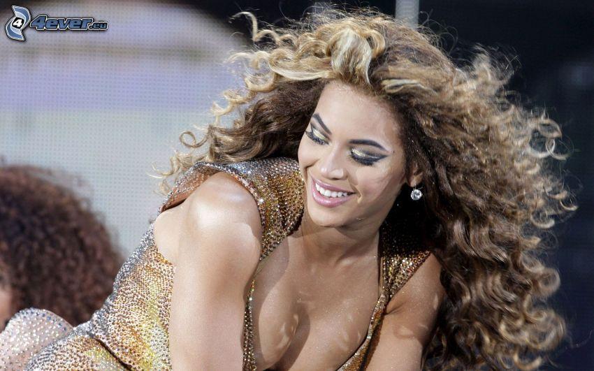 Beyoncé Knowles, výstrih, kučeravé vlasy