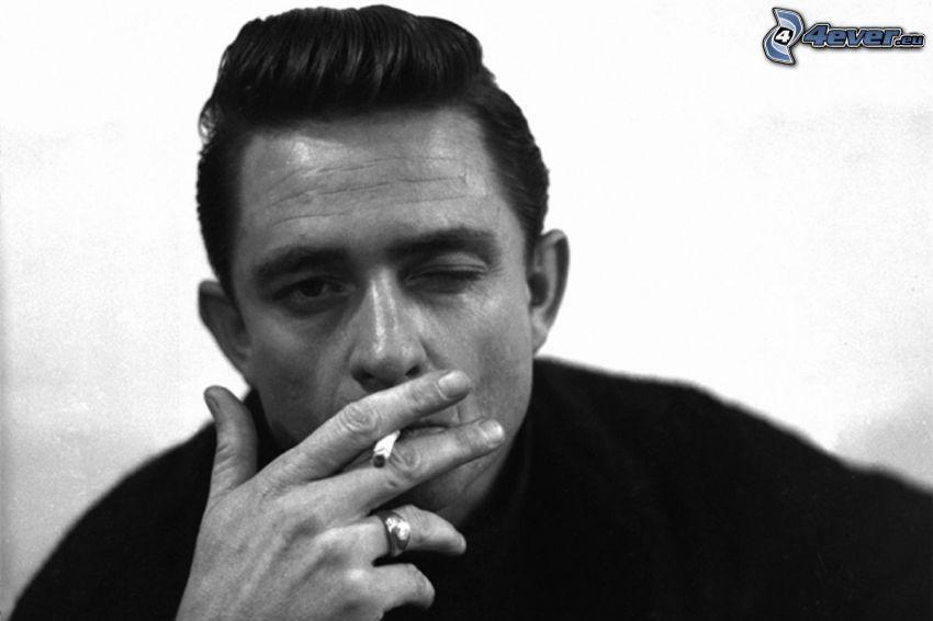 Johnny Cash, fajčenie, čiernobiela fotka