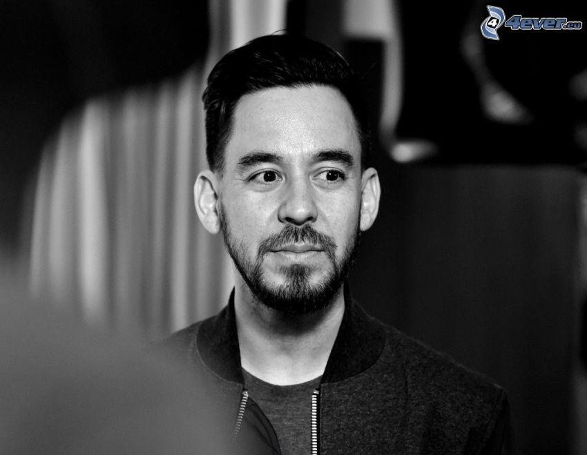 Mike Shinoda, čiernobiela fotka