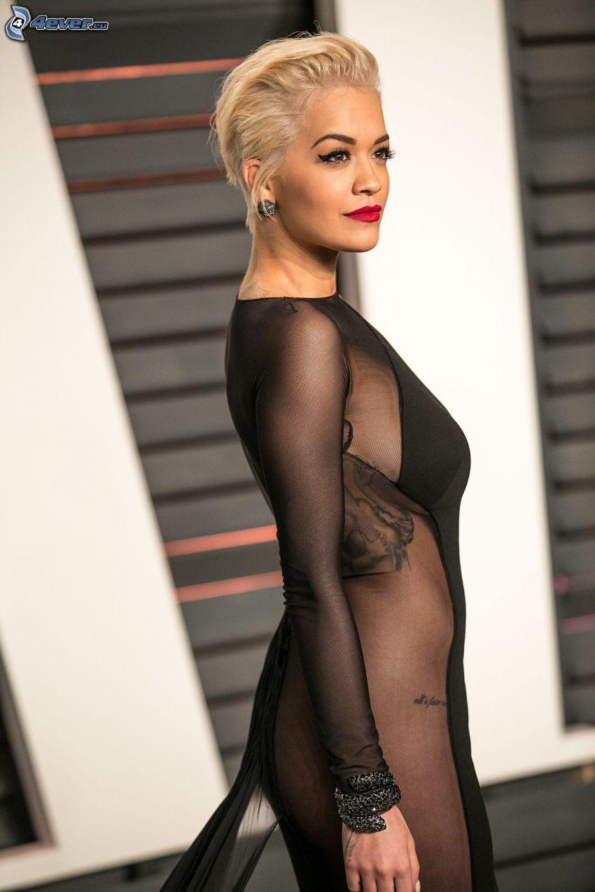 Rita Ora, čierne šaty