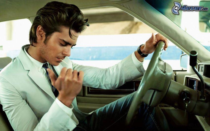 Zac Efron, volant