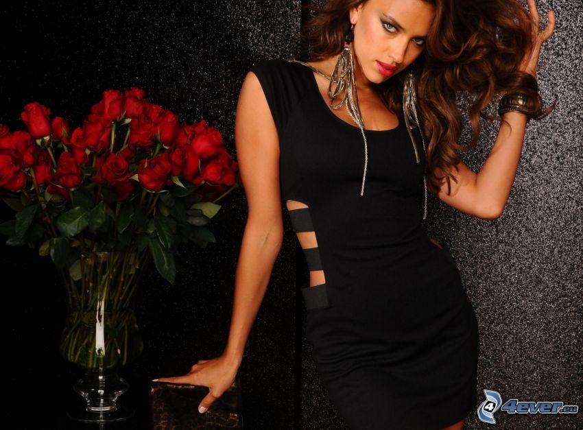 Irina Shayk, modelka, čierne šaty, červené ruže