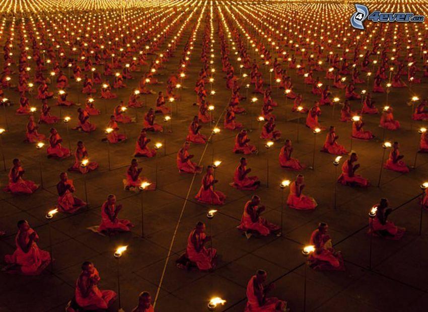 mnísi, modlitba, sviečky