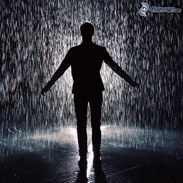 muž v daždi, silueta chlapa