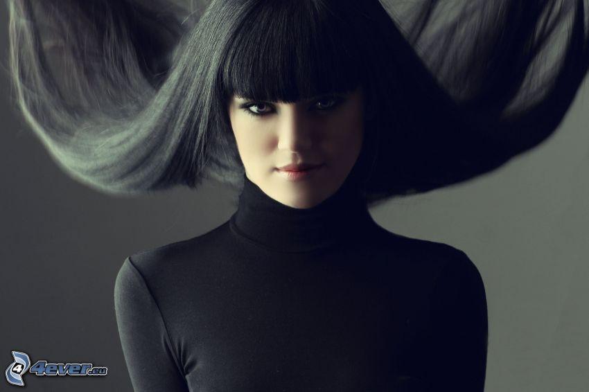 čiernovláska, rozlietané vlasy