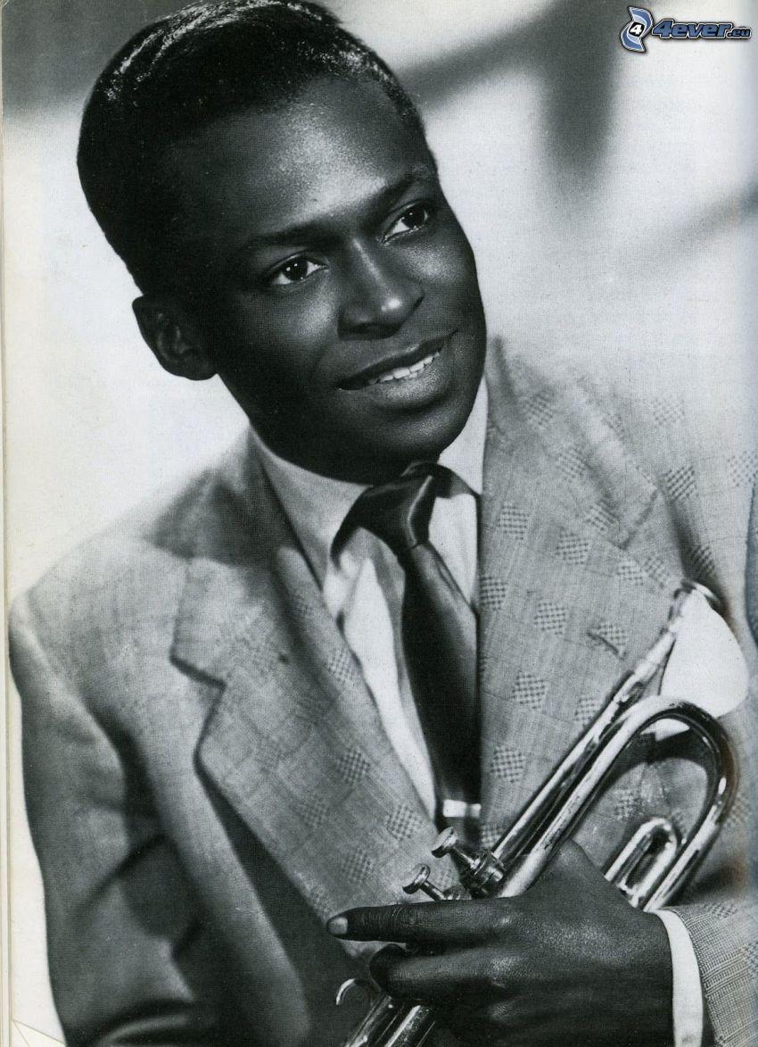Miles Davis, úsmev, muž v obleku, trúbka