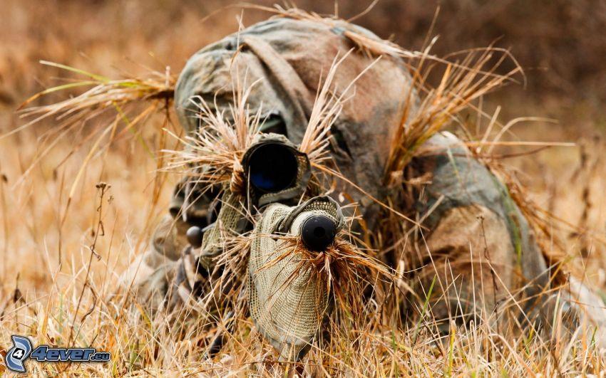 vojak so zbraňou, sniper, maskovanie