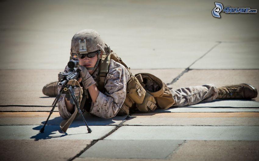 vojak so zbraňou, sniper