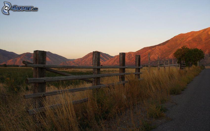 drevený plot, pohorie, cesta