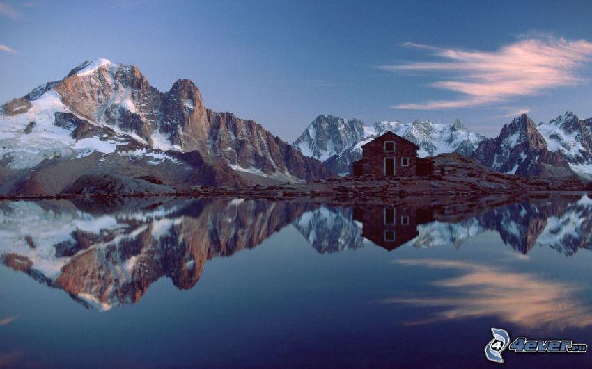 Alpy, domček pri jazere, odraz