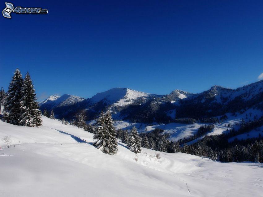 Alpy, zasnežená krajina