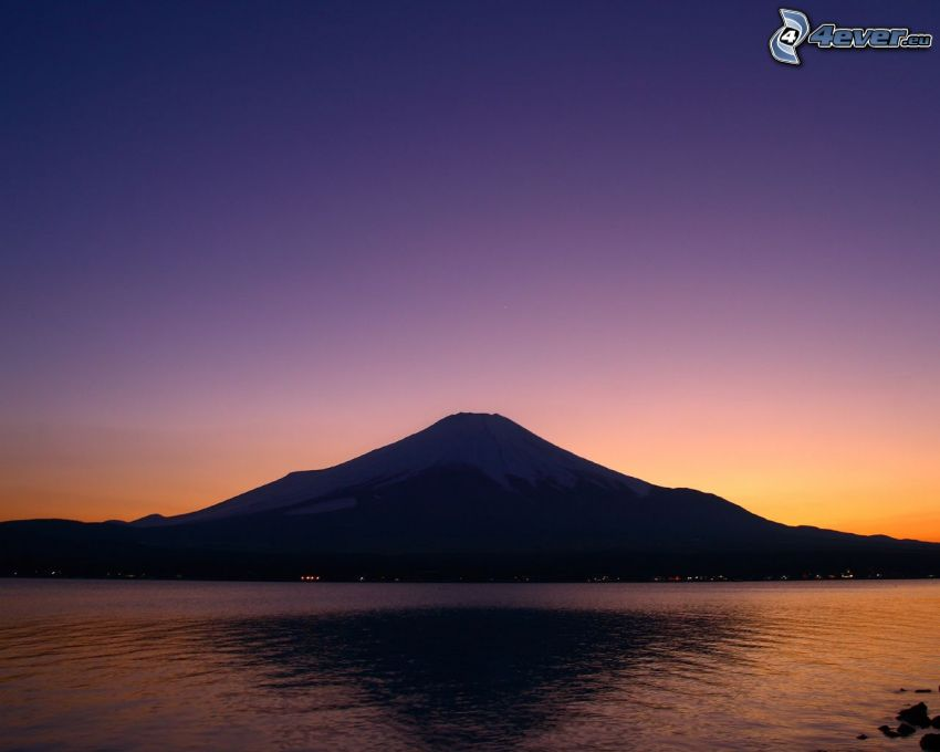 hora Fuji, večerná obloha, more