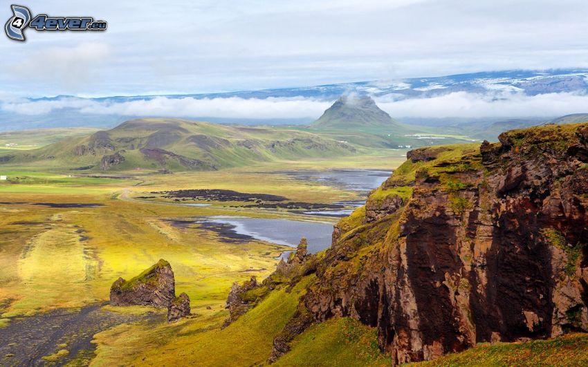 skalnaté hory, výhľad na krajinu, oblaky, jazierko