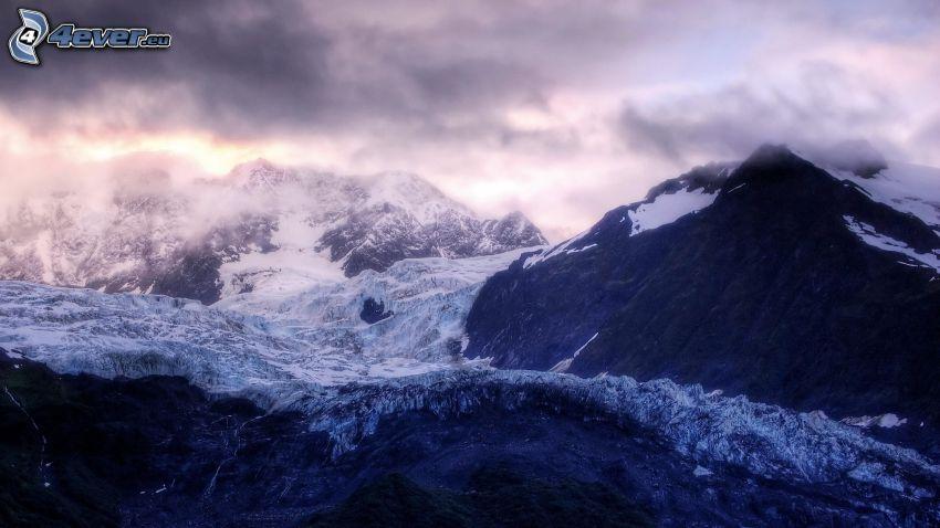 zasnežené hory, oblaky