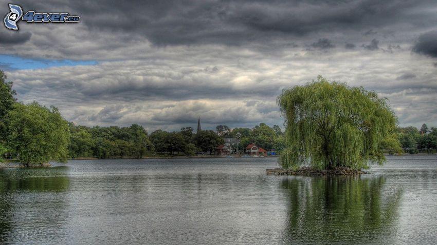 jazero, ostrovček, tmavé oblaky, HDR